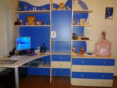 Продам стенку + письменный стол для детской комнаты