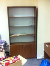 Продам выставочный шкаф