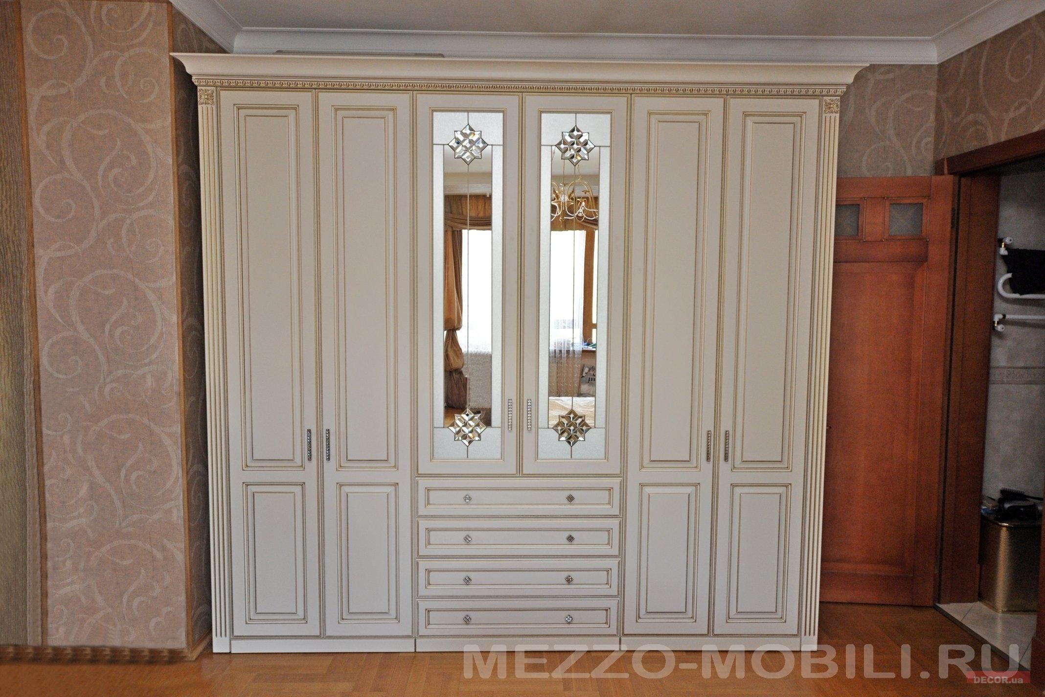 Купить классическую стенку в гостиную в москве.