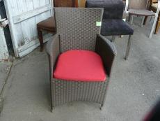 Продам б/у кресло с подлокотниками и подушкой для ресторанов