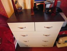 Продам шкаф угловой, комод (цвет венге) и кровать.