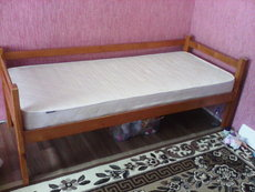 Продам кровать односпальную с матрасом