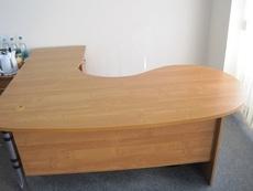 Продам 2 офисных стола! Отличное состояние! Срочно!