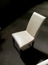 Продажа б/у стульев бежевых из кожзама для кафе.