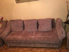 Срочно продам добротный диван с 2 креслами