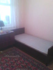 Продам две б/у кровати и две тумбочки.